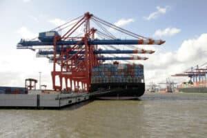Schwerlasttransport am Hamburger Hafen